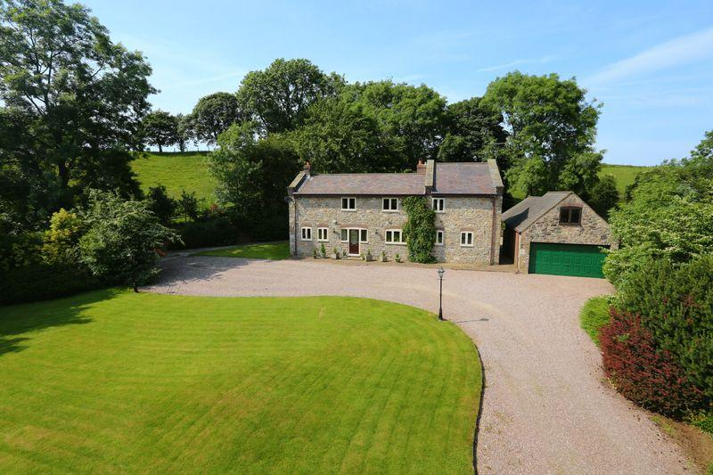 5 Bedrooms Detached House for sale in Llyn Helyg Lane, Rhuallt