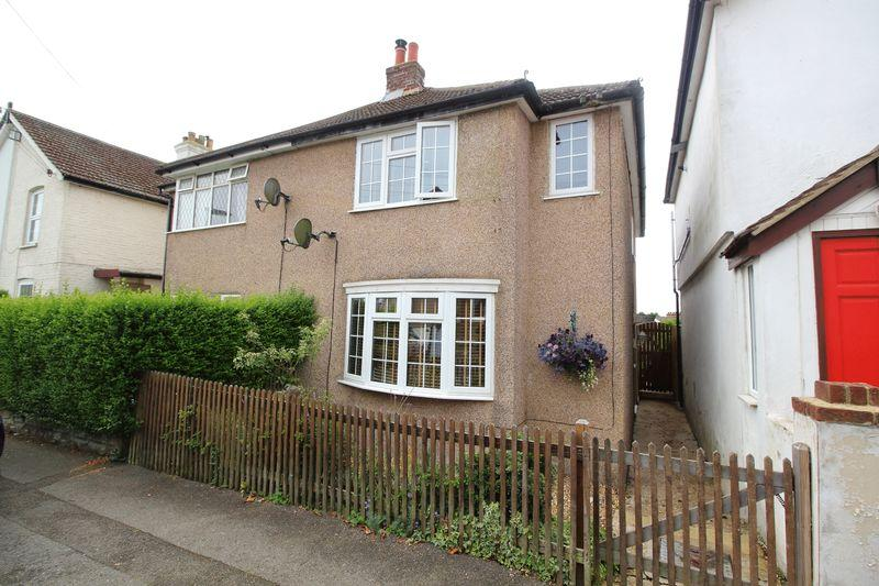 3 Bedrooms Semi Detached House for sale in OAK ROAD, CATERHAM ON THE HILL