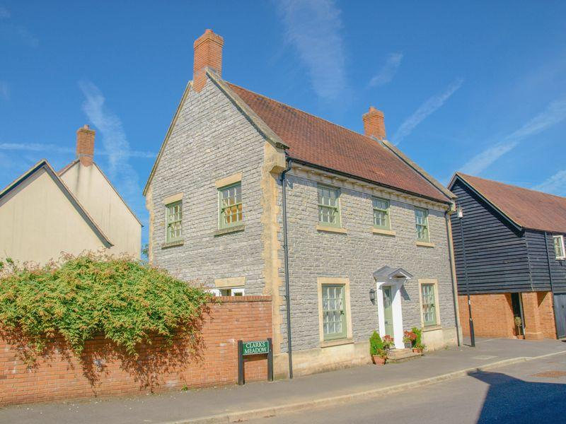 4 Bedrooms Detached House for sale in Clarks Meadow, Shepton Mallet