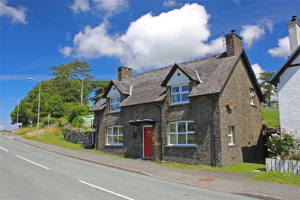 3 Bedrooms Detached House for sale in Angorfa, Pensarn, Gwynedd