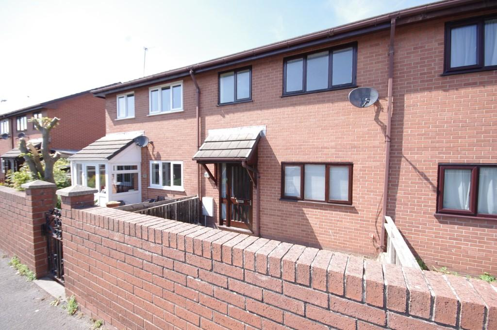 3 Bedrooms Terraced House for sale in Victoria Road, Prestatyn