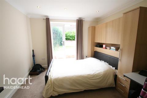 Studio to rent - Altwood Road, Maidenhead, SL6 4PB
