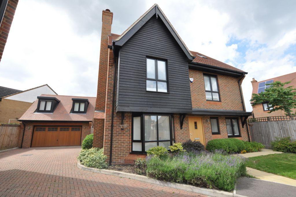 5 Bedrooms Detached House for sale in Bridgefields Close, Hornchurch, RM11