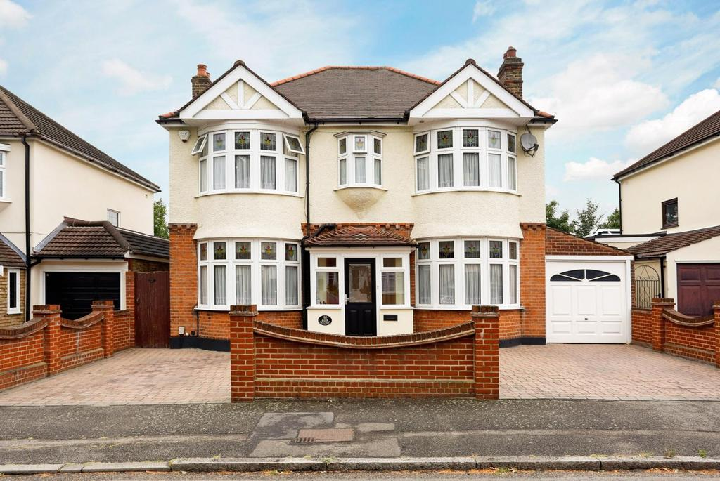 4 Bedrooms Detached House for sale in Hillcrest Road, Hornchurch, Essex, RM11