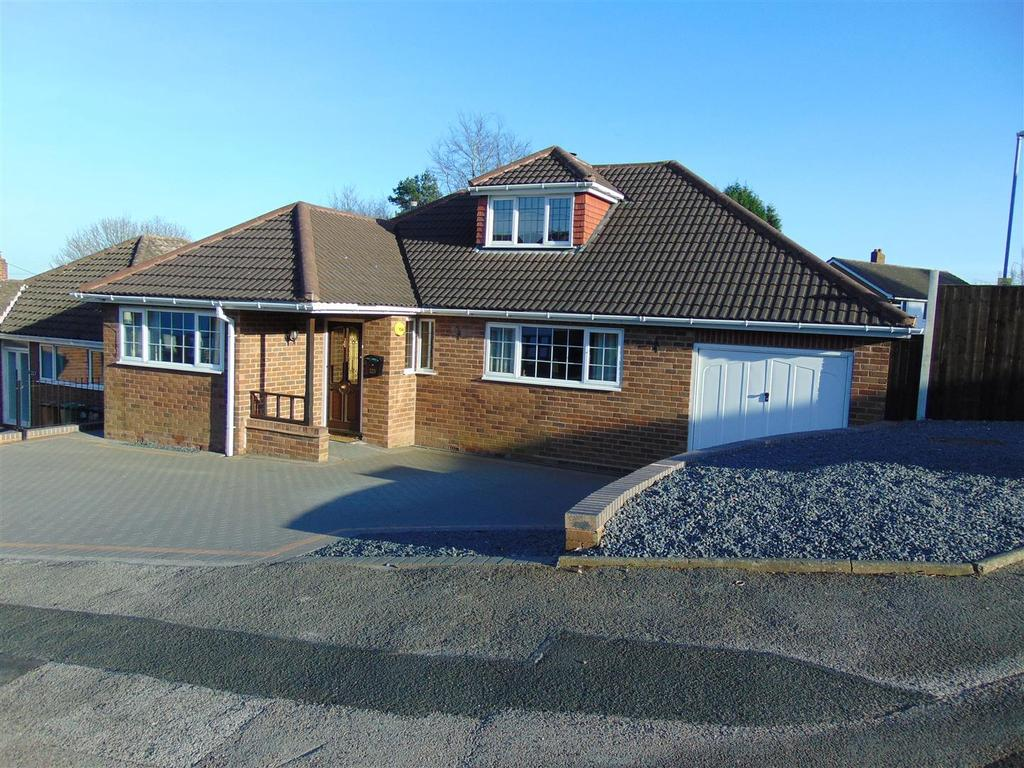 3 Bedrooms Detached Bungalow for sale in Whetstone Lane, Aldridge, Walsall