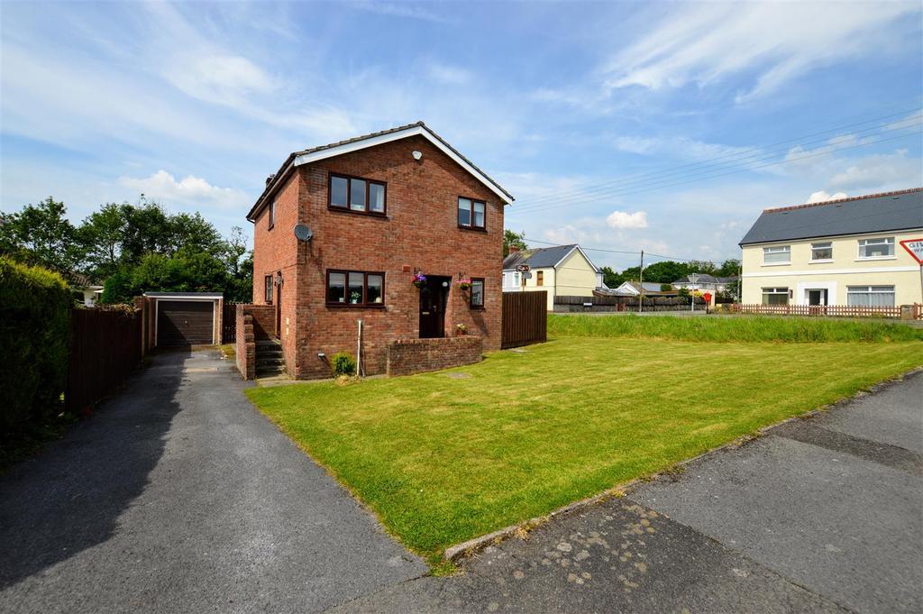 4 Bedrooms Detached House for sale in Llandybie