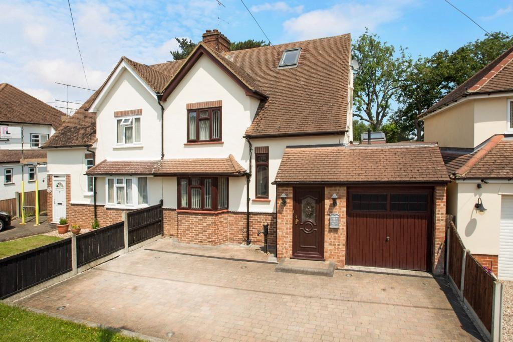 4 Bedrooms Semi Detached House for sale in Mayfield Road, Writtle, Chelmsford, Essex, CM1