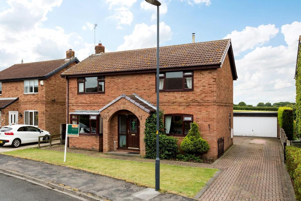 4 Bedrooms Detached House for sale in Moat Way, Brayton, Selby