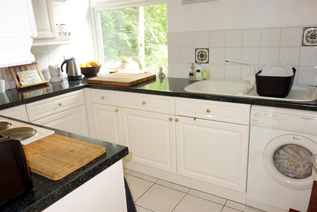 2 Bedrooms Apartment Flat for sale in Cogan Pill Road, Llandough, Penarth