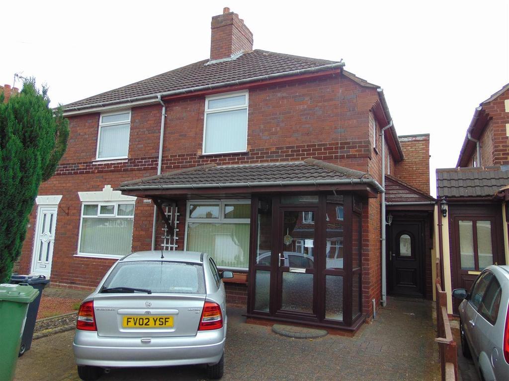 3 Bedrooms Semi Detached House for sale in Oak Road, Shelfield