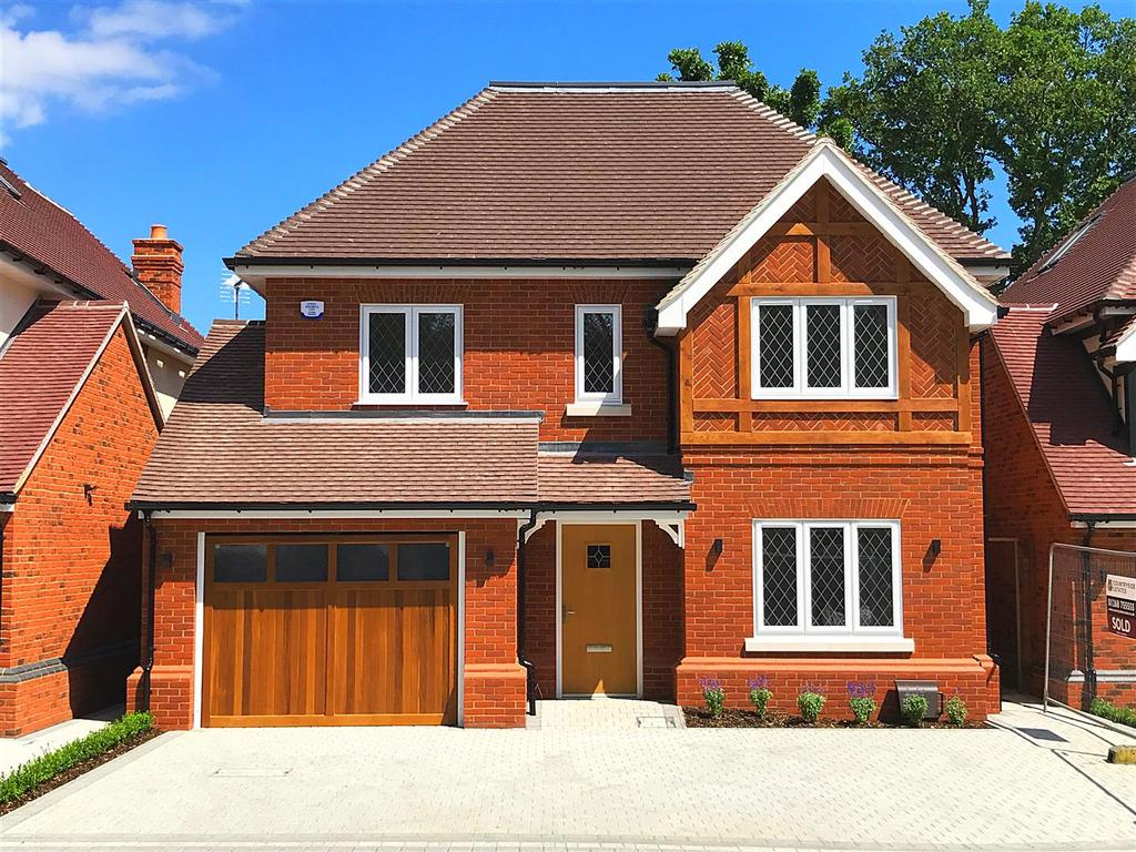 5 Bedrooms Detached House for sale in Plot 2, Swale Mews, Swale Road, Thundersley