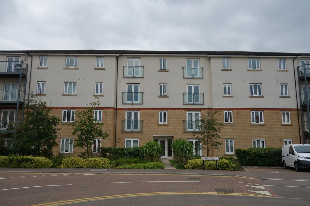 2 Bedrooms Flat for sale in Sorbus Road, Broxbourne EN10