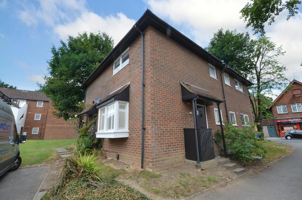1 Bedroom Semi Detached House for sale in Matthews Close, Romford, RM3