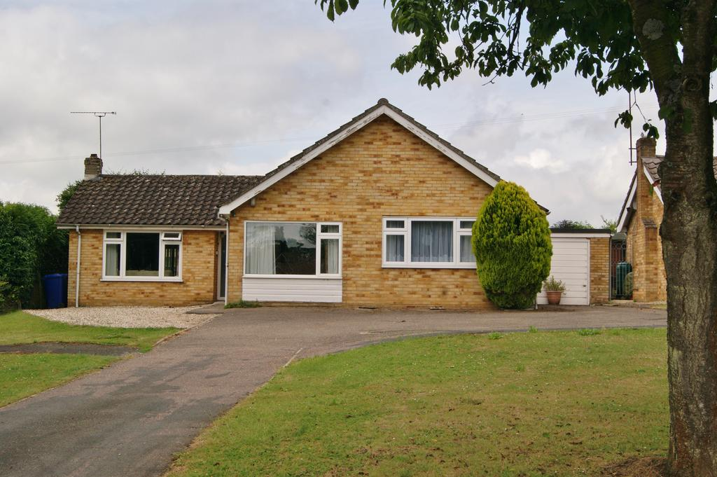 4 Bedrooms Detached Bungalow for sale in Coltsfoot Close, Wickhambrook CB8