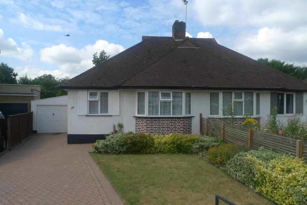 2 Bedrooms Semi Detached Bungalow for sale in Woodlawn Crescent, Twickenham tw2