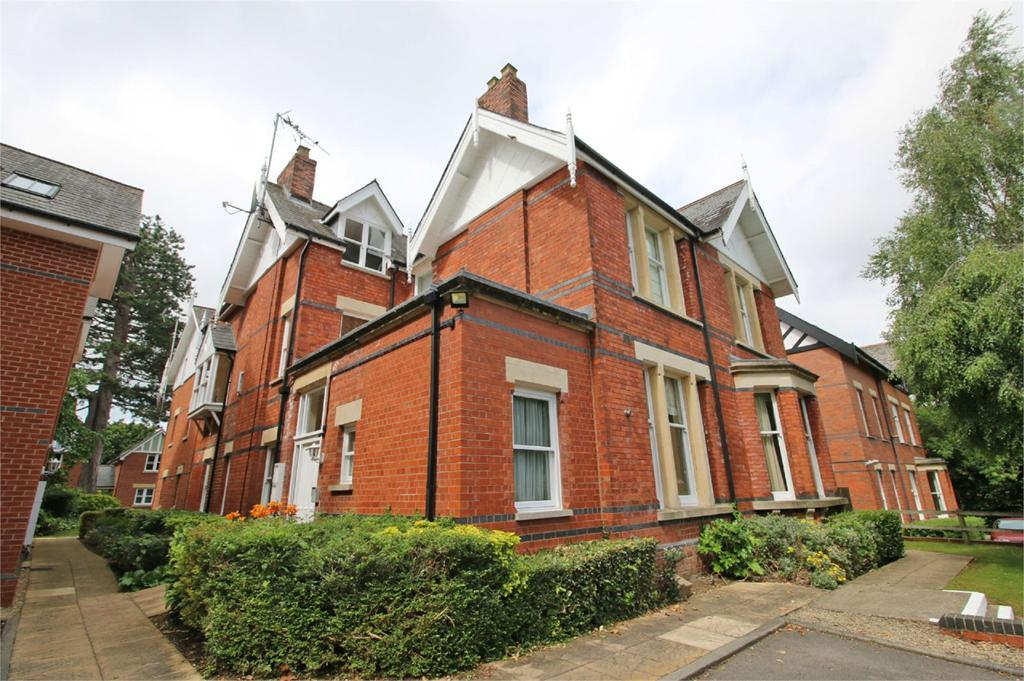 4 Bedrooms Flat for sale in 24 Eldorado Road, Cheltenham