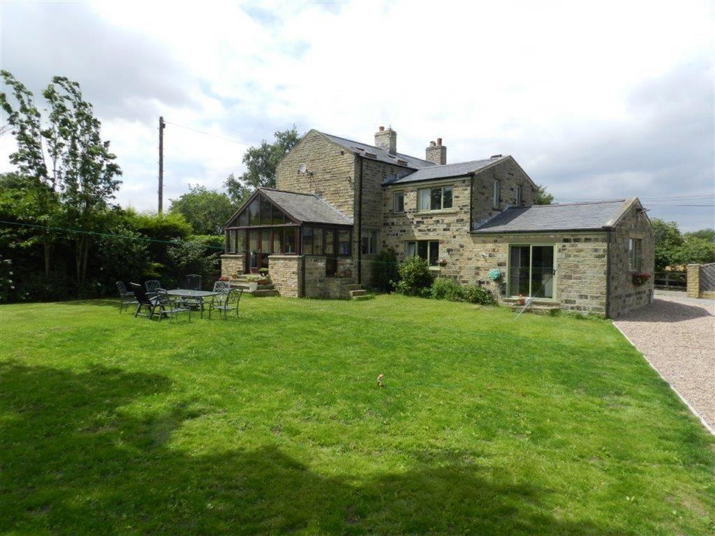 4 Bedrooms Detached House for sale in Northfield Lane, Kirkburton, Huddersfield, HD8