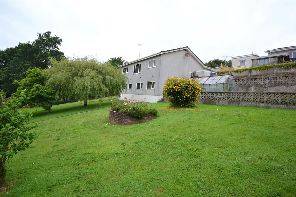 4 Bedrooms Detached House for sale in Furzy Bank, Pembroke Dock