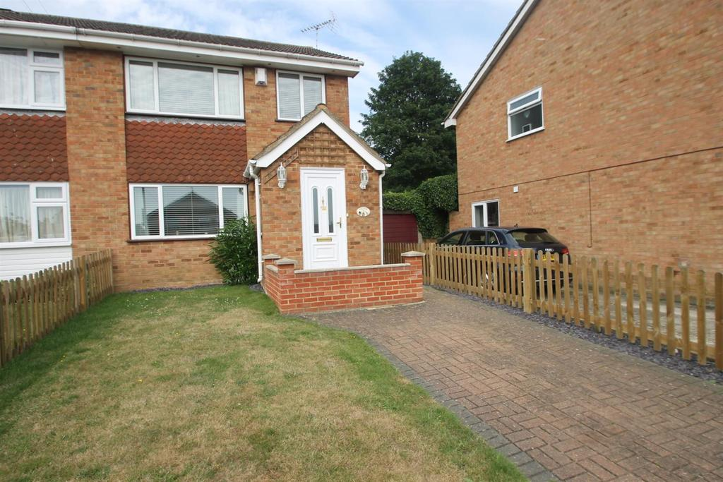 3 Bedrooms Semi Detached House for sale in Eastwell Close, Maidstone