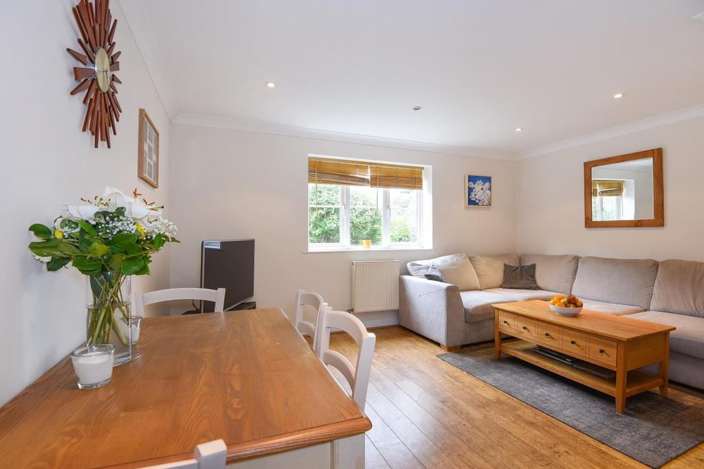 2 Bedrooms Flat for sale in Chaucer Way, Wimbledon, SW19