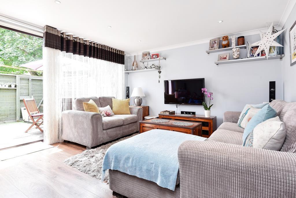 3 Bedrooms Maisonette Flat for sale in Peters Path Sydenham SE26