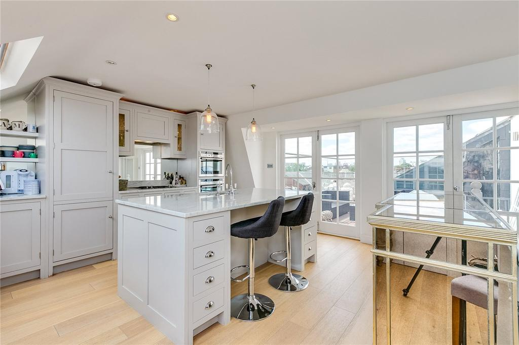 3 Bedrooms Flat for sale in Stephendale Road, Sands End, London