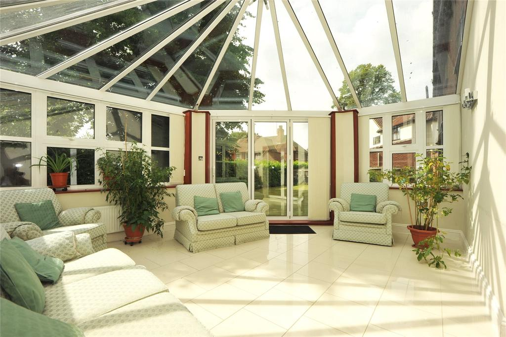5 Bedrooms Detached House for sale in Glendale Close, Shenfield, Brentwood, Essex, CM15