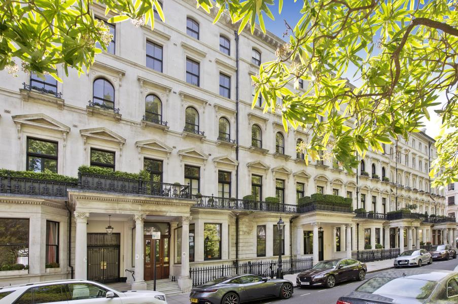2 Bedrooms Flat for sale in Ennismore Gardens, Knightsbridge SW7
