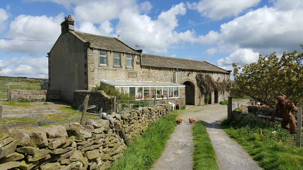 3 Bedrooms Farm House Character Property for sale in Hazelgrove Lodge, Farm, Warley Wise Lane, Colne BB8
