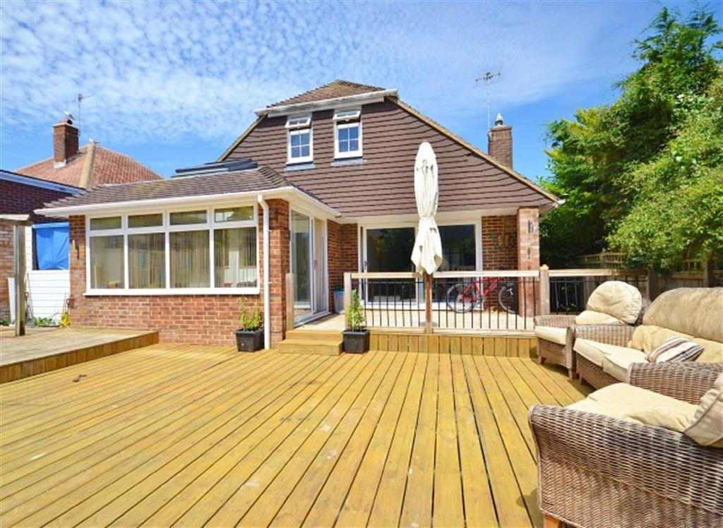 4 Bedrooms Detached Bungalow for sale in Hove