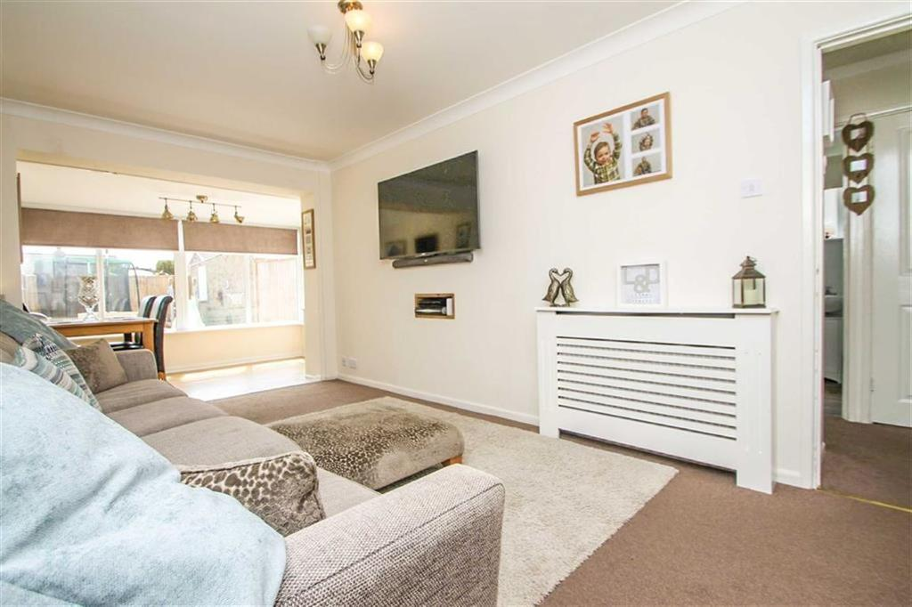 2 Bedrooms Semi Detached Bungalow for sale in Sladburys Lane, Holland-on-Sea