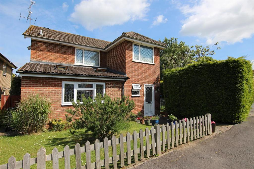 3 Bedrooms Detached House for sale in The Warren, Burgess Hill