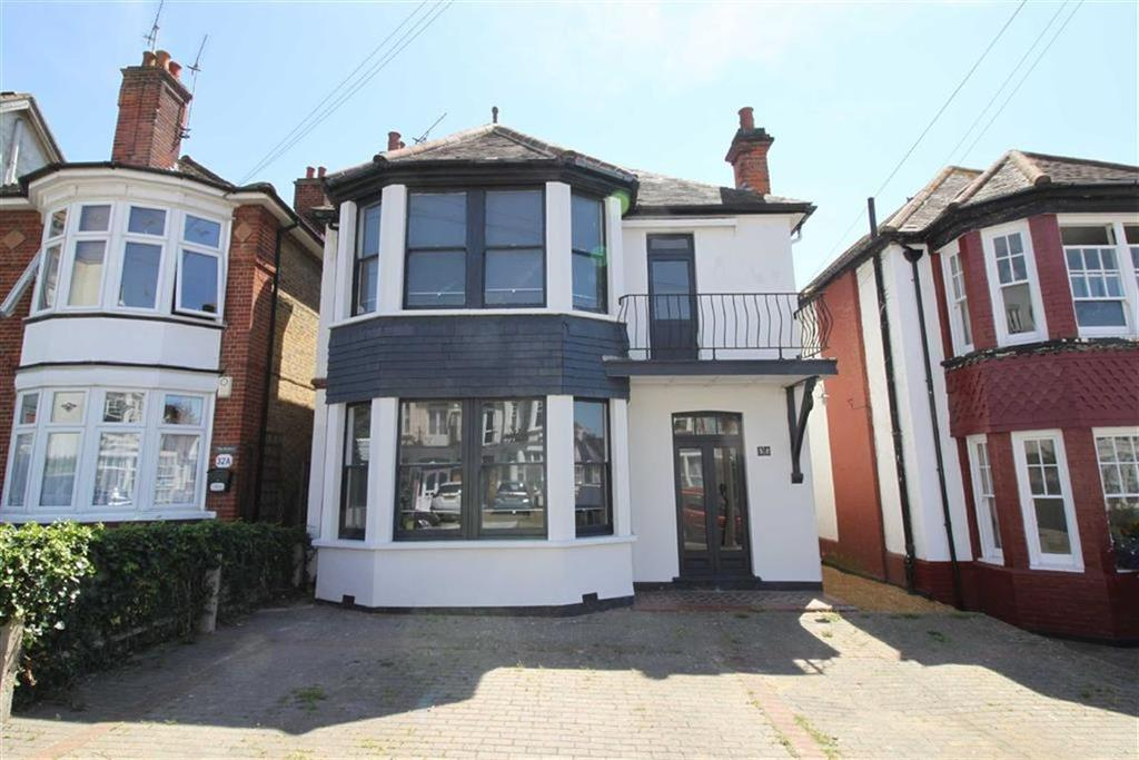 5 Bedrooms Detached House for sale in Cobham Road, Westcliff On Sea, Essex