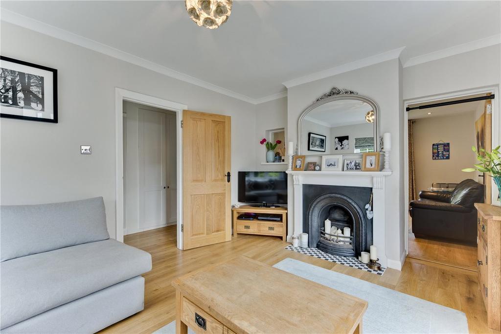 3 Bedrooms Detached House for sale in Monument Hill, Weybridge, Surrey, KT13