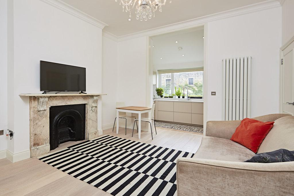 2 Bedrooms Ground Flat for sale in Hammersmith Grove, London, W6