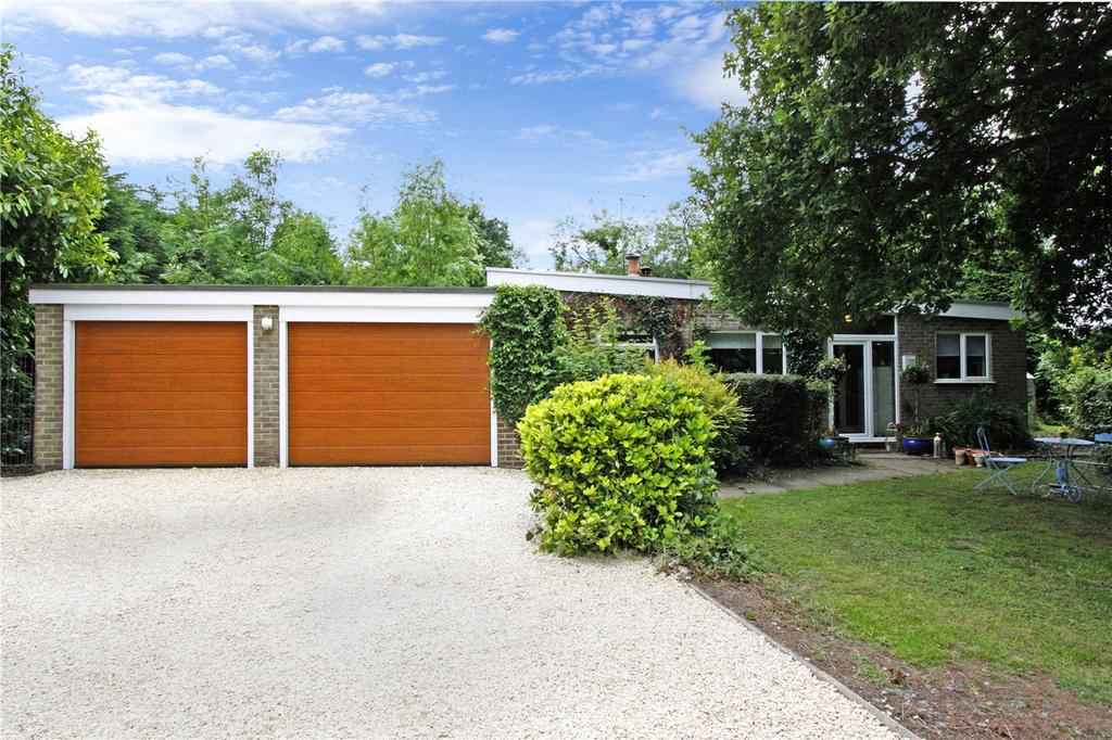 3 Bedrooms Bungalow for sale in Halloughton, Southwell, NG25