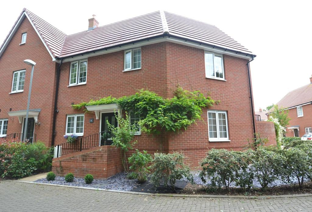 3 Bedrooms Semi Detached House for sale in Maplebrook Mews, Billericay, Essex, CM12