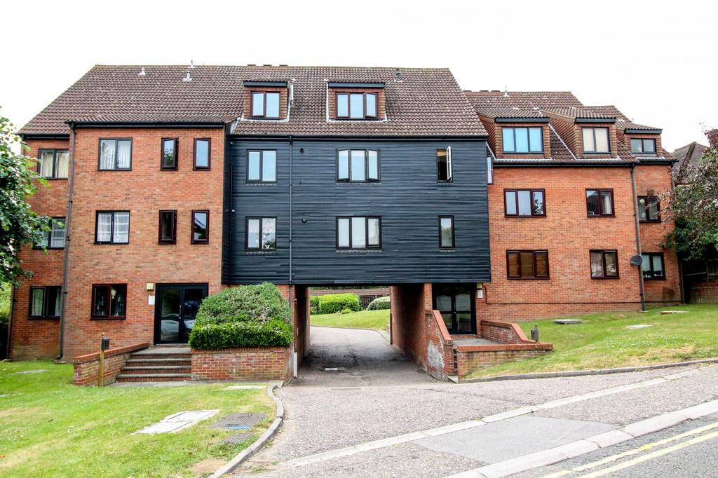 2 Bedrooms Ground Flat for sale in Kavanaghs Court, Kavanaghs Road, Brentwood, Essex, CM14