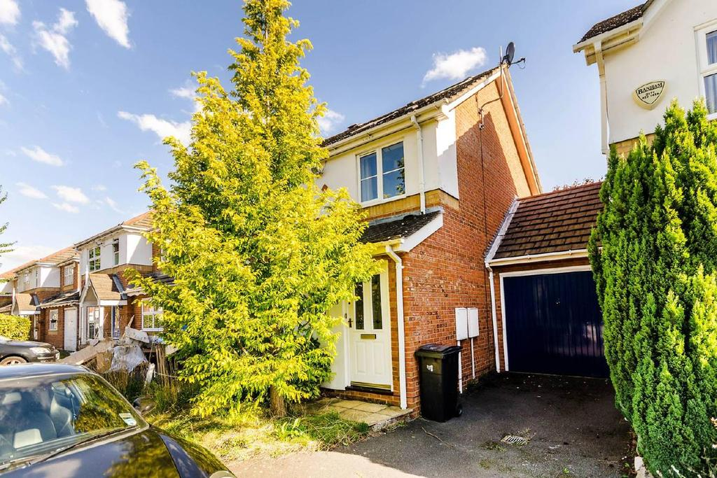 3 Bedrooms Detached House for sale in Tangmere Grove, Kingston upon Thames