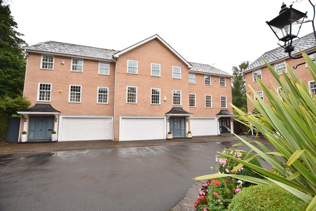 4 Bedrooms Terraced House for sale in Earlscliffe Court, Bowdon