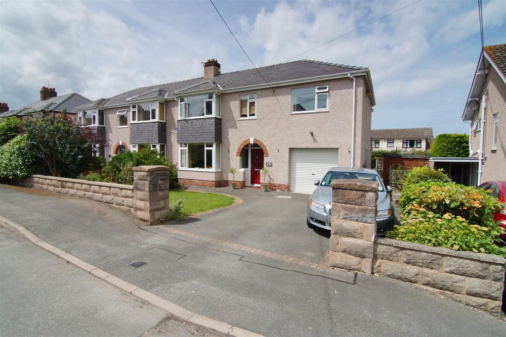 4 Bedrooms Detached House for sale in Bryn Gobaith, St. Asaph
