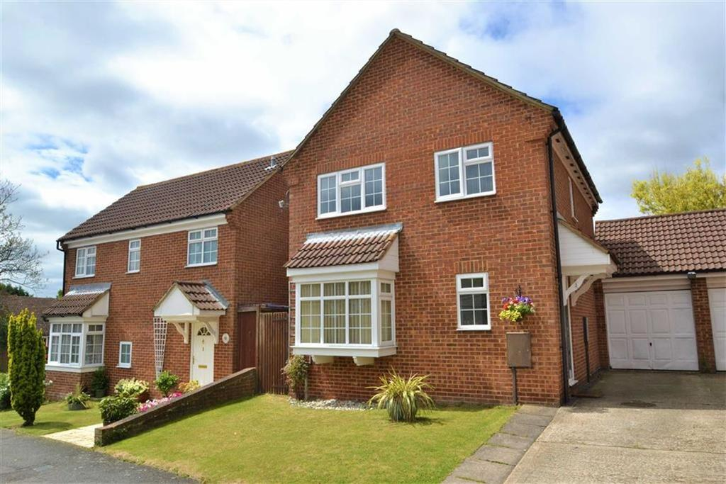 4 Bedrooms Detached House for sale in Dawson Drive, Hextable, Kent
