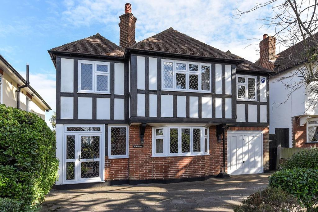 4 Bedrooms Detached House for sale in Sandiland Crescent, Hayes, BR2