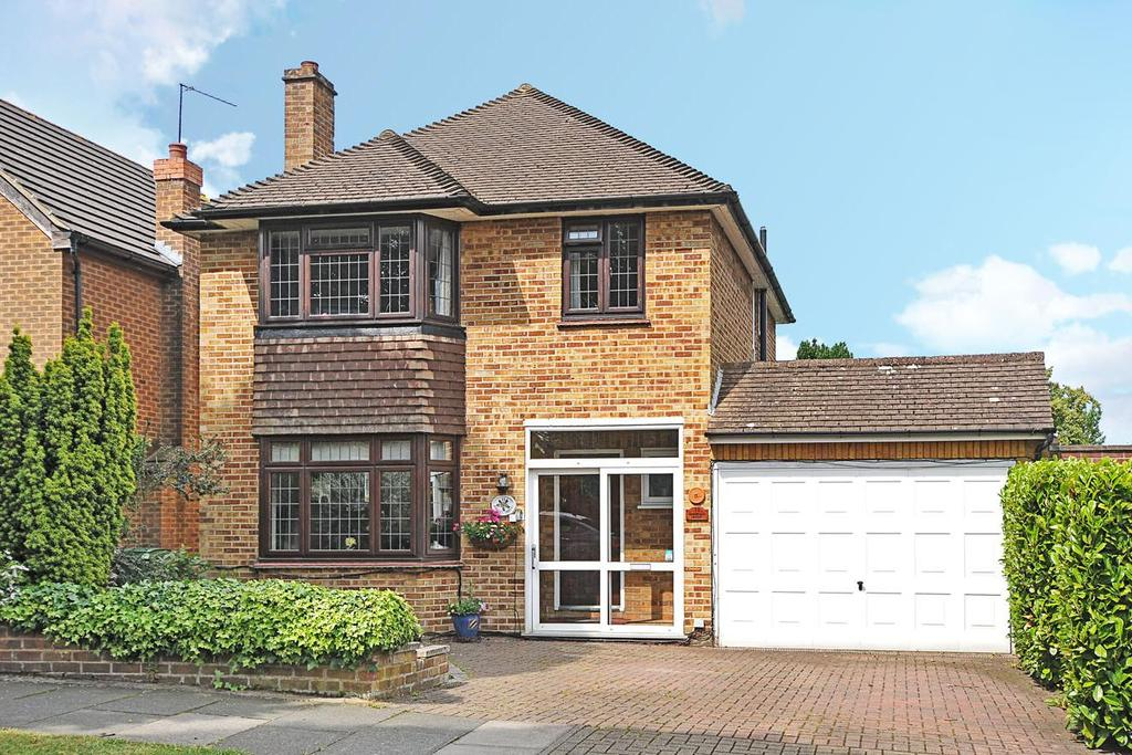 4 Bedrooms Detached House for sale in Oakley Drive, Bromley