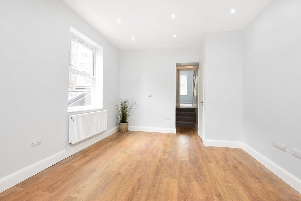 4 Bedrooms Flat for sale in Garratt Lane, Earlsfield, SW17