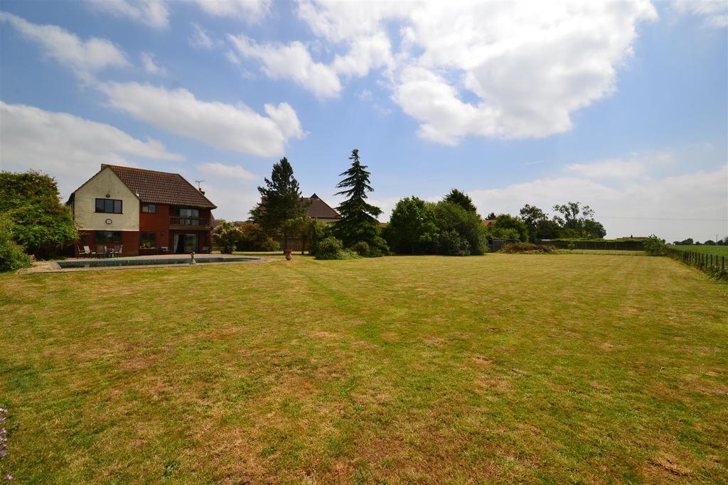 4 Bedrooms Detached House for sale in Bakery Close, Tillingham, Southminster