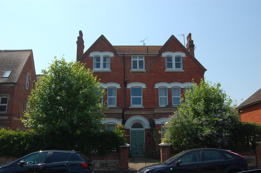 1 Bedroom Apartment Flat for sale in 12, Grassington Road, Eastbourne BN20
