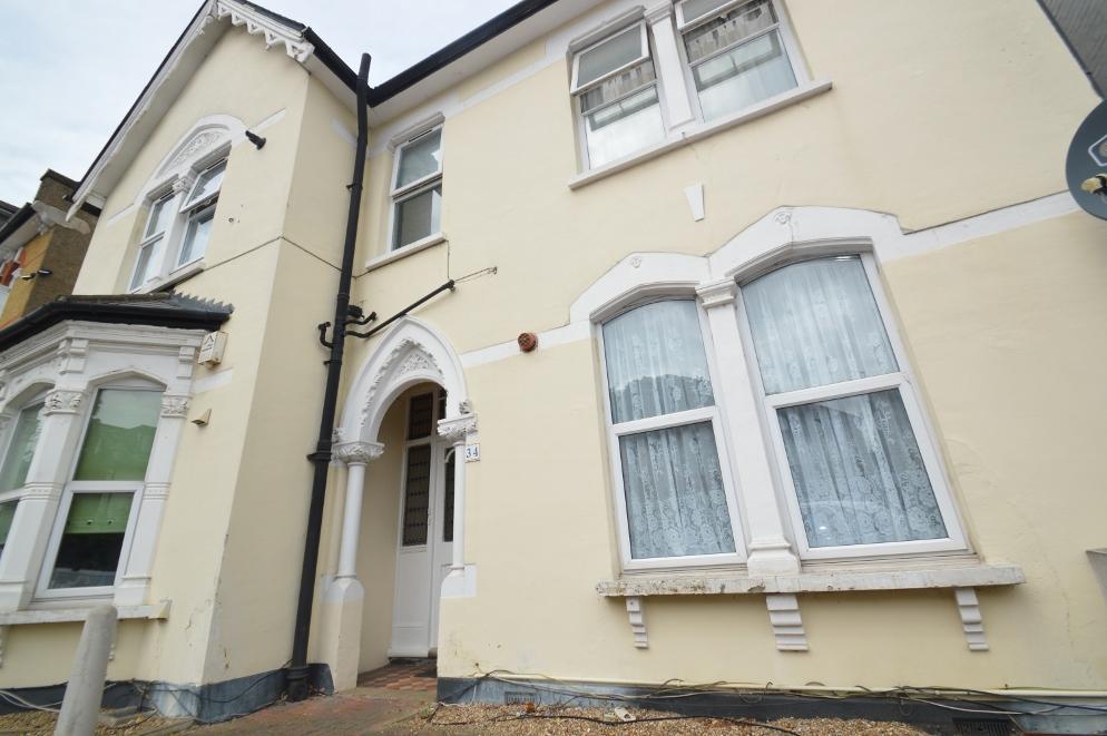 2 Bedrooms Flat for sale in Eglinton Hill, London SE18
