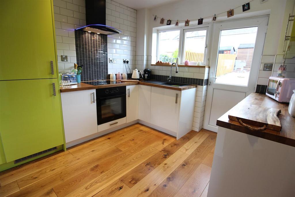 3 Bedrooms Terraced House for sale in Stuart Avenue, Richmond