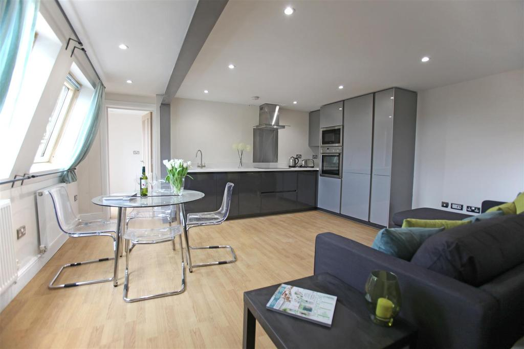 2 Bedrooms Flat for sale in Station Quarter Apartments, Boltro Road, Haywards Heath